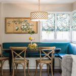 Яркий угловой диван на кухне