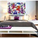 Картина в спальню над кроватью с цветами