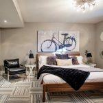 Картины в интерьере спальни Велосипед