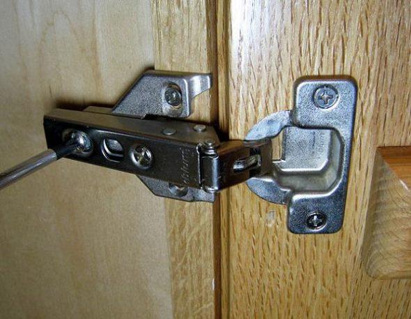 крепеж петли на дверцу