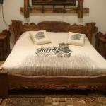 Кровати из искусственно состаренного массива сосны