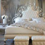 двуспальная кровать с мягким изголовьем
