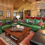 зеленый диван яркий