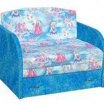 Небольшой синий диванчик-кровать