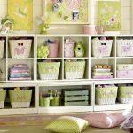 Открытые стеллажи для хранения детских игрушек
