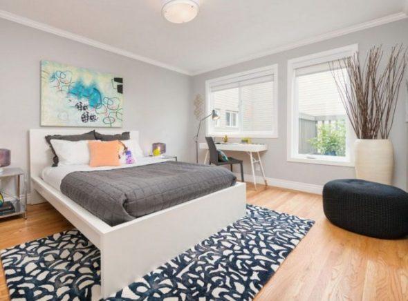 Серые стены и яркая абстракция в современной спальне