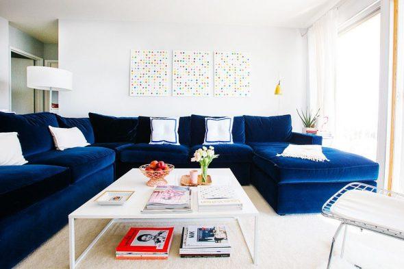 красивый синий диван