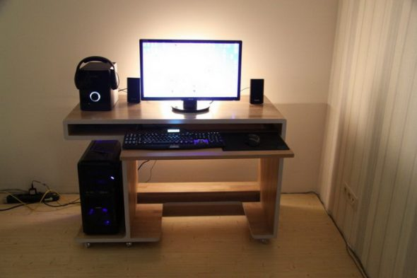 Стильный компьютерный стол своими руками