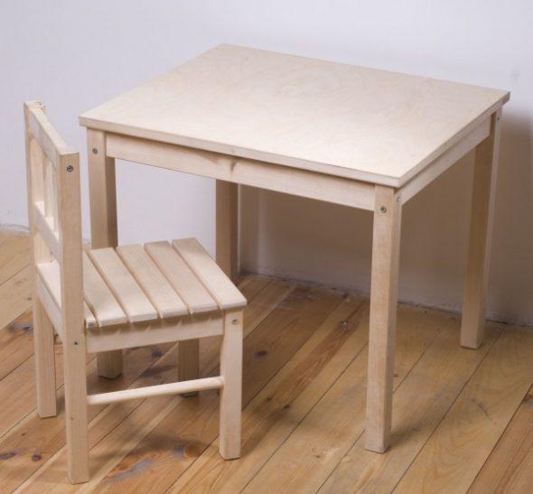 Стул и стол для детской комнаты