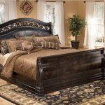 двуспальная кровать королевская