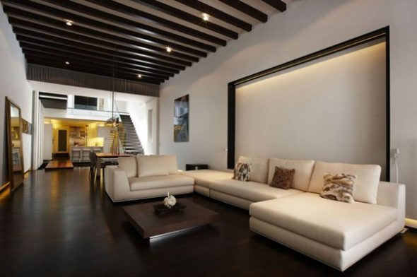Темные пол и потолок в сочетании со светлыми стенами плющат помещение