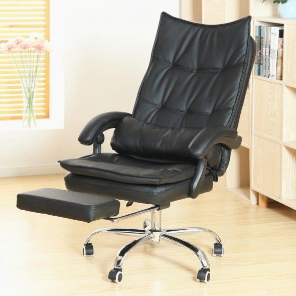 удобное кресло с подставкой для ног