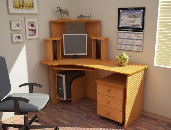 Угловой компьютерный стол светлого цвета