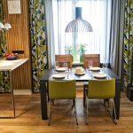Зона столовой на кухне двухкомнатной квартиры