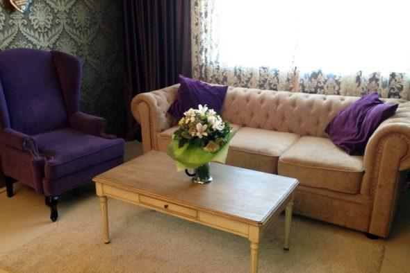 английское кресло фиолетовое
