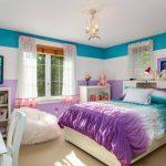 бескаркасная мебель в светлой спальне