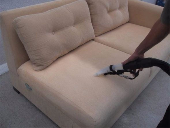 чистка дивана пылесосом