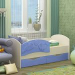 кровать с бортиками в детской