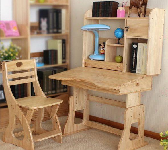 деревянный столик в детскую
