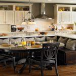 диван в дизайне кухни фото