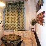 дизайн кухни с диваном и барной стойкой как стол