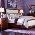 кровать в современной спальне