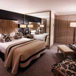 двуспальная кровать для молодоженов