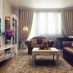 гостиная с коричневым диваном