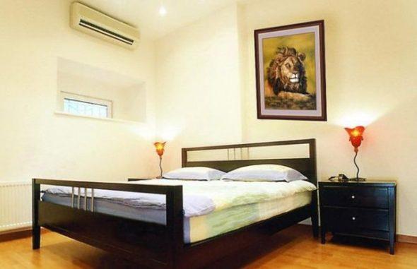 картину можно повесить в спальне над кроватью