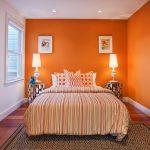 контрастное сочетание цветов стен, пола и потолка
