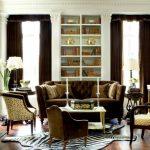 коричневый диван современный