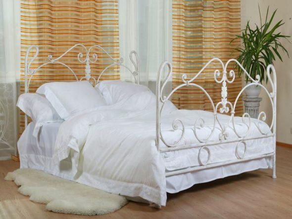 кованая кровать белая