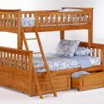 красивая деревянная детская кровать