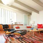 кресло с подставкой для ног в дизайне гостиной