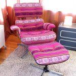 кресло с подставкой для ног яркое