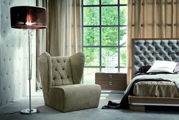 английское кресло у окна