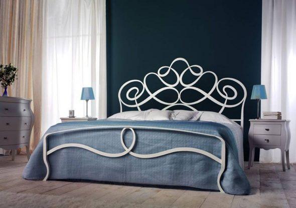 кровать выполненных с помощью художественной ковки