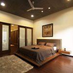 кровать двуспальная в персиковом интерьере