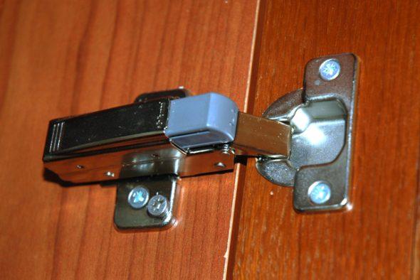 петли кухонных дверц