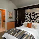 кровать шкаф в спальне