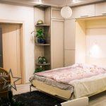 кровать шкаф в небольшой спальне