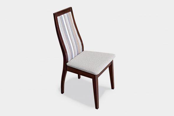 стул из дерева с мягкой спинкой