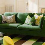 зеленый диван гостиная