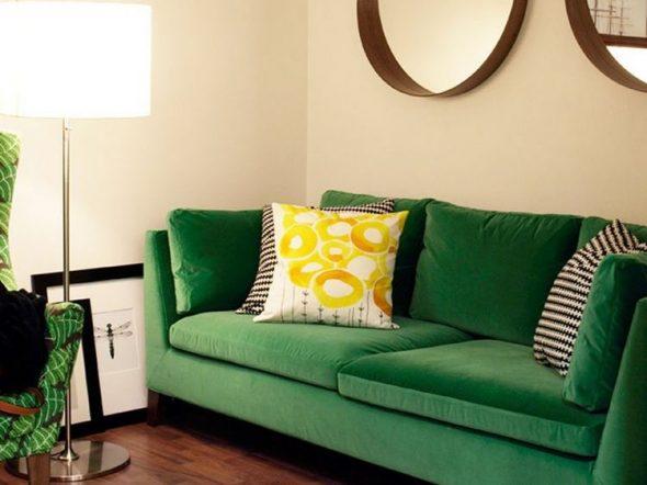зеленый диван в интерьере дома
