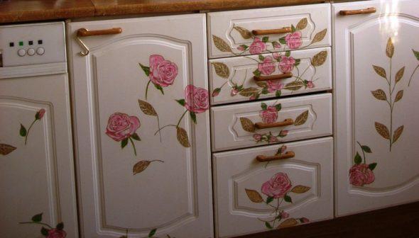 Белая расписная мебель