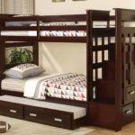 Двухъярусная кровать со множеством ящичков