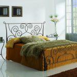 Кованая кровать — изысканная