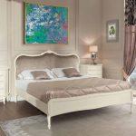 Красивое оформление кровати в спальне