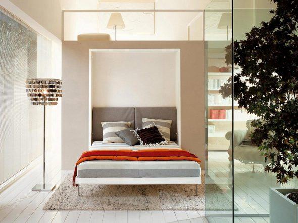 Кровать убирающаяся в стену