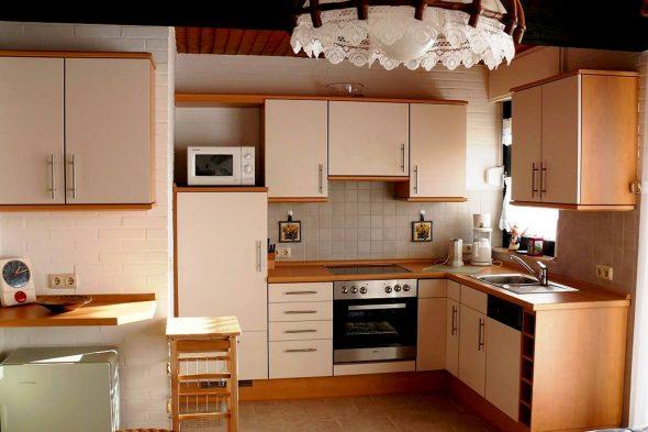 кухня угловая светлая